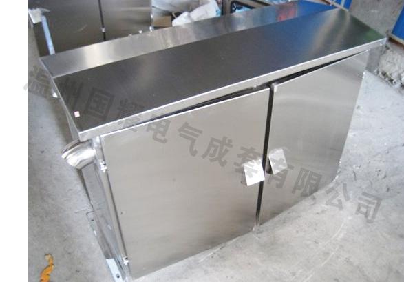 本产品为隔爆型,分隔爆型主腔和接线腔,采用优质ss304不锈钢板折弯